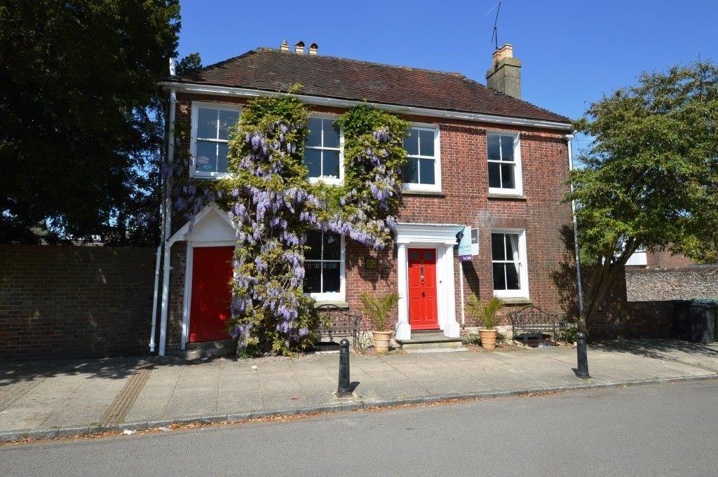 4 Bedrooms Detached House for sale in St Peters Road, Petersfield, GU32