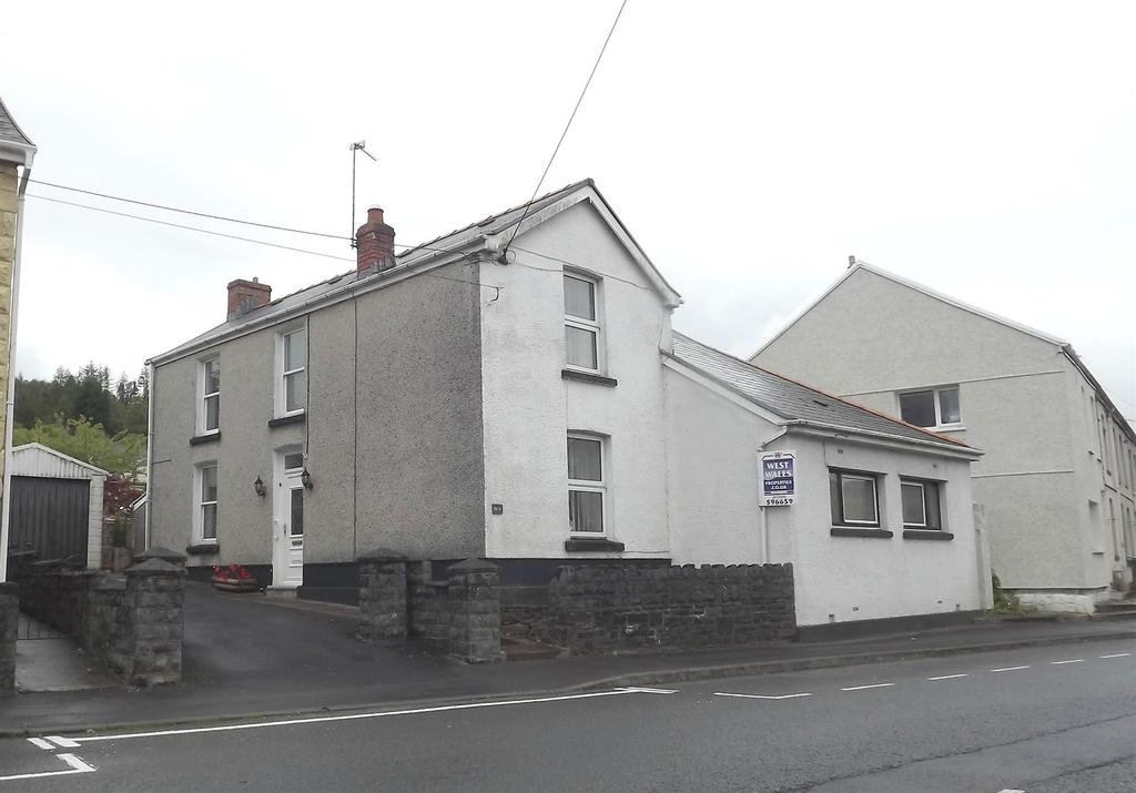 3 Bedrooms Detached House for sale in Cwmamman Road, Glanamman, Ammanford