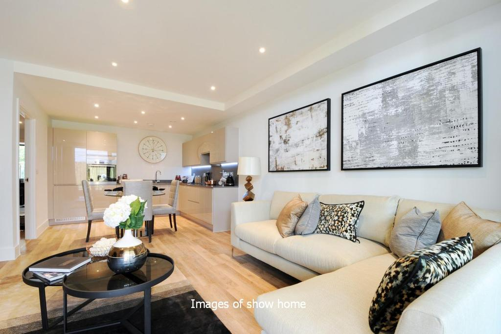 2 Bedrooms Flat for sale in Westfield Waterside, Knaresborough Drive, Earlsfield