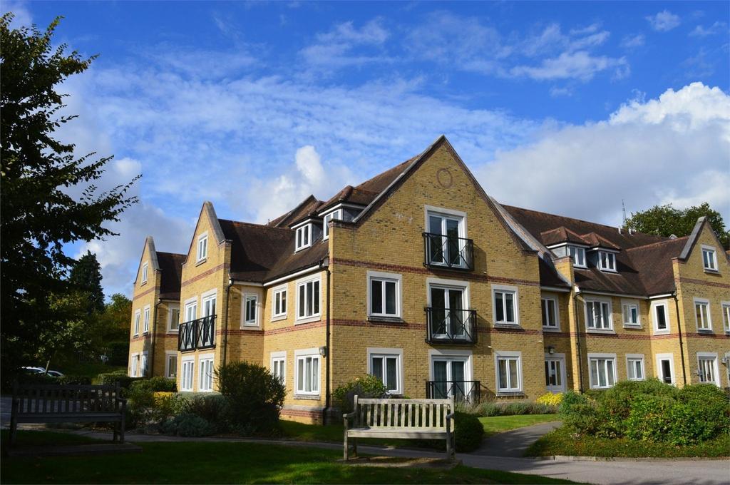 2 Bedrooms Flat for sale in Apton Road, Bishop's Stortford