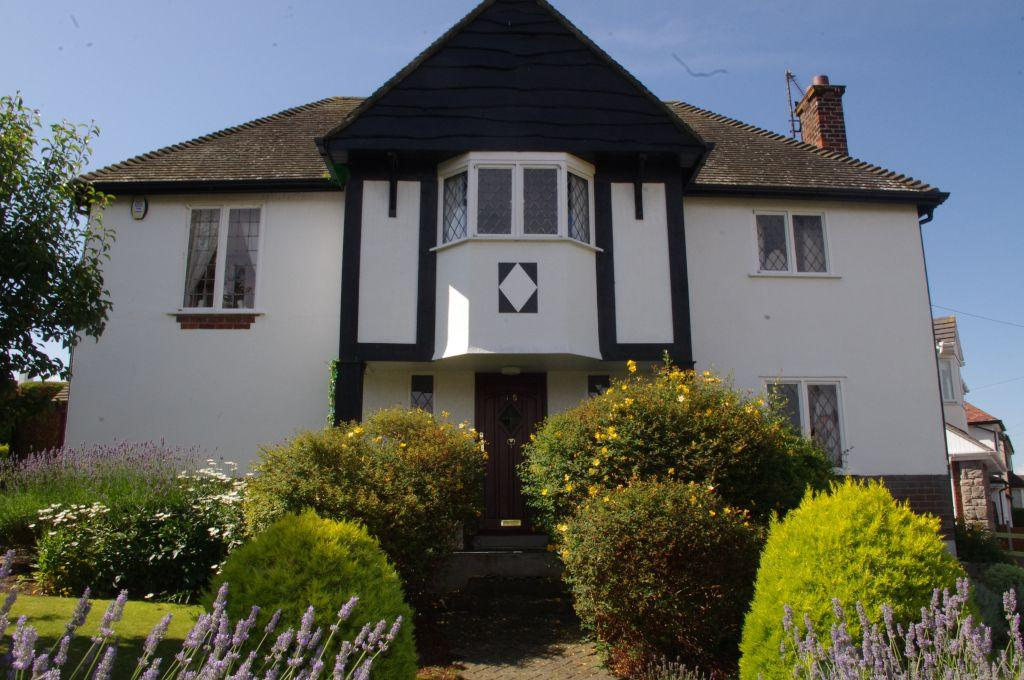 3 Bedrooms Detached House for sale in Elwy Gardens, Llandudno