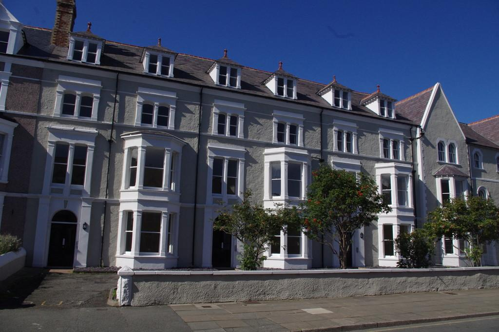 3 Bedrooms Apartment Flat for rent in Augusta Street, Llandudno