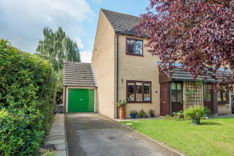82a9d13b81852 Talbot Fields, Bampton, Oxfordshire 3 bed semi-detached house ...