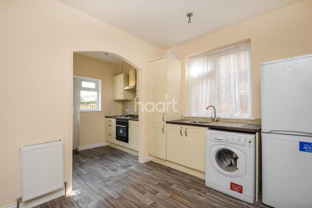2 Bedrooms Flat for sale in Eastfields Road, Mitcham, CR4