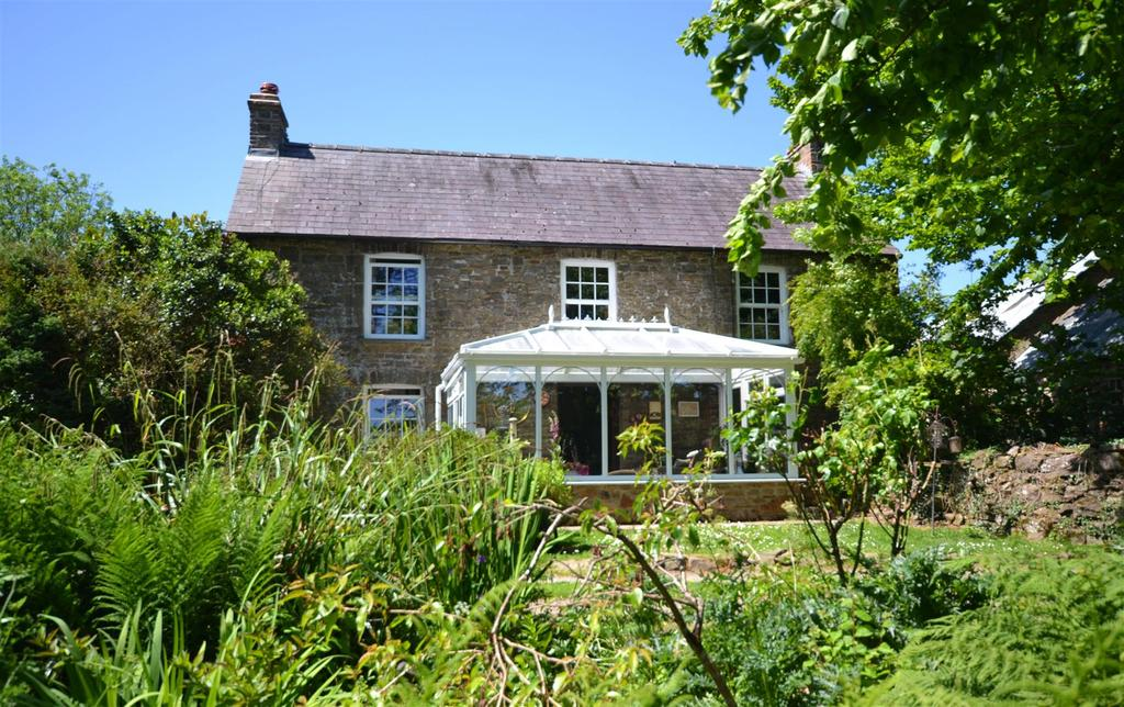 7 Bedrooms Country House Character Property