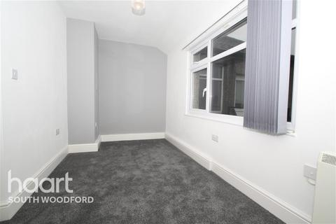 2 bedroom terraced house to rent - Gainsborough Road, Woodford Bridge, IG8