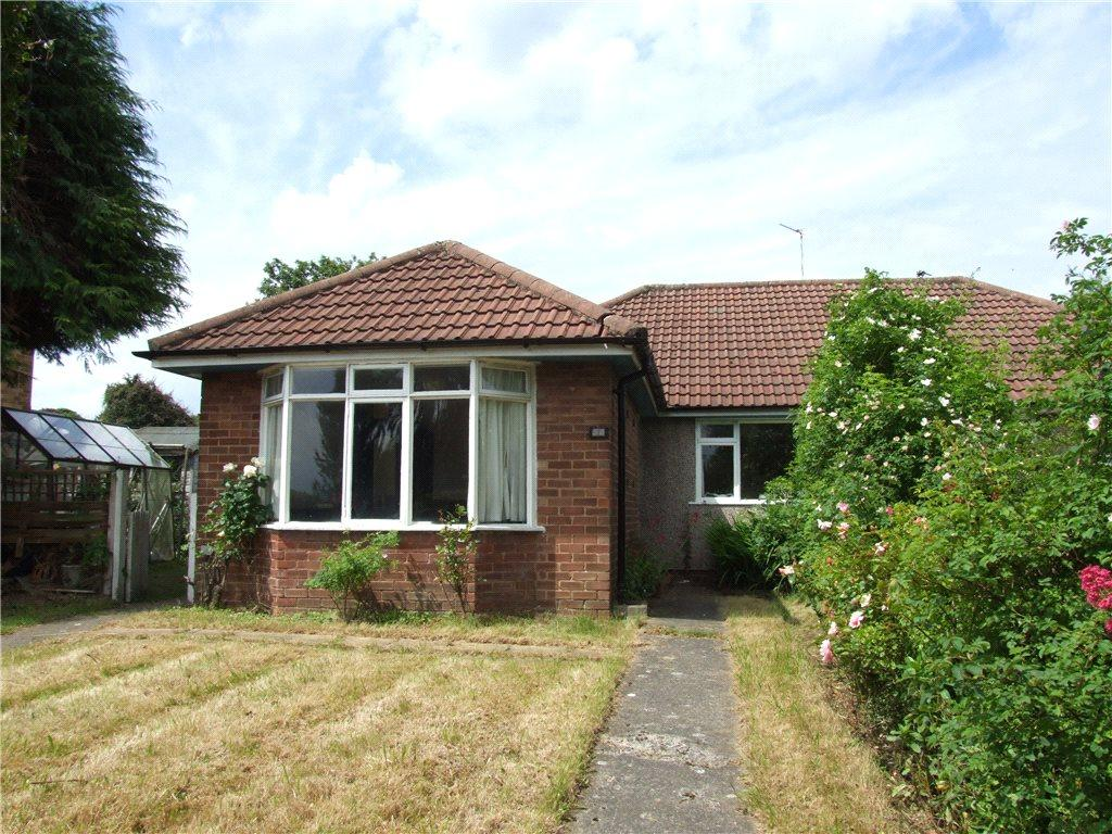 3 Bedrooms Semi Detached Bungalow for sale in Tredgold Avenue, Bramhope, Leeds, West Yorkshire