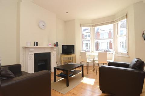2 bedroom flat to rent - Leathwaite Road, Battersea, SW11