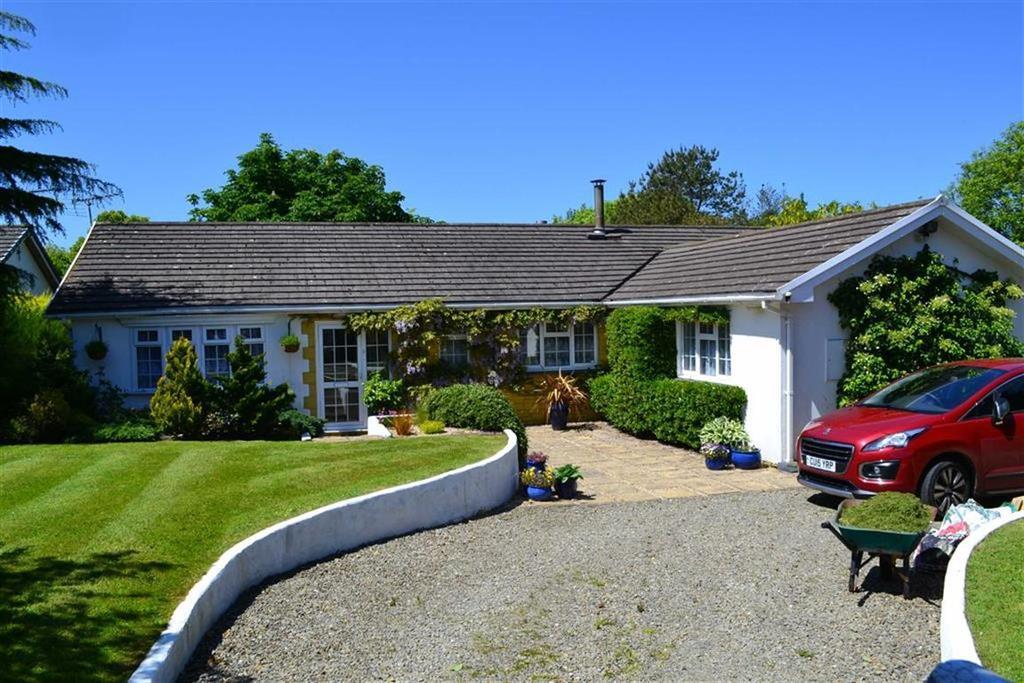 5 Bedrooms Detached Bungalow for sale in Pencae, Llanarth, Ceredigion
