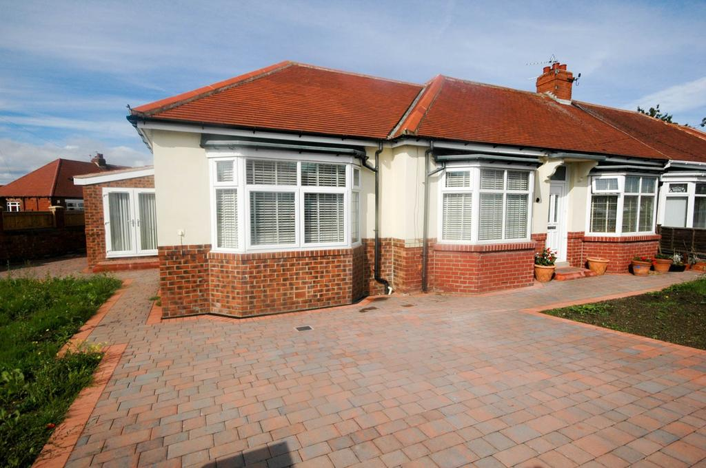 3 Bedrooms Bungalow for sale in North View, South Shields
