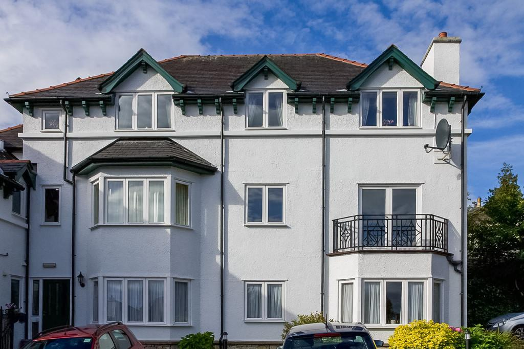 2 Bedrooms Apartment Flat for sale in 9 Miramar, Kents Bank Road, Grange-Over-Sands, Cumbria, LA11 7DJ.