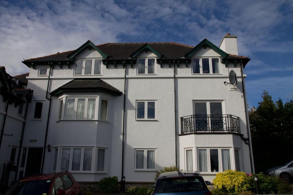2 Bedrooms Apartment Flat for sale in 9 Miramar, Kents Bank Road, Grange-Over-Sands, Cumbria, LA11 7DJ.
