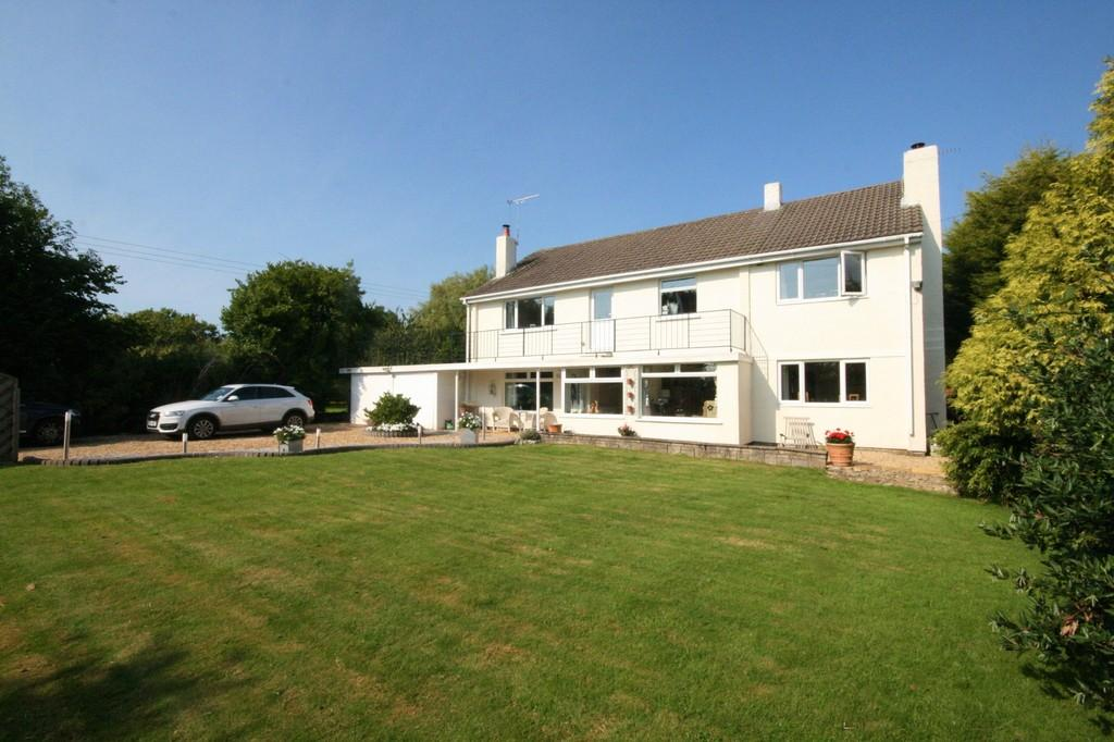 5 Bedrooms Detached House for sale in Meuhlau, Cross Common Road, Penarth. Vale of Glamorgan. CF64 3UU