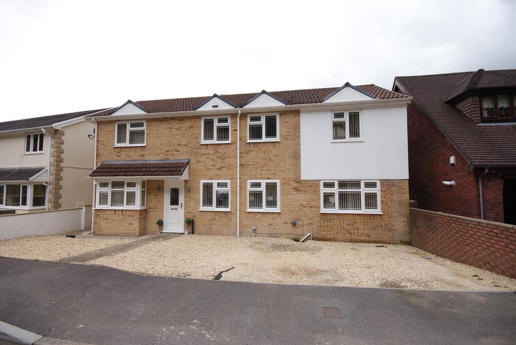 4 Bedrooms Detached House for sale in Cwm Darran Place, Deri, Bargoed CF81