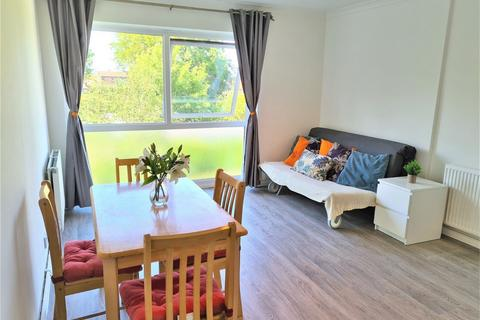 Studio to rent - Priory Grange, Fortis Green, East Finchley, N2