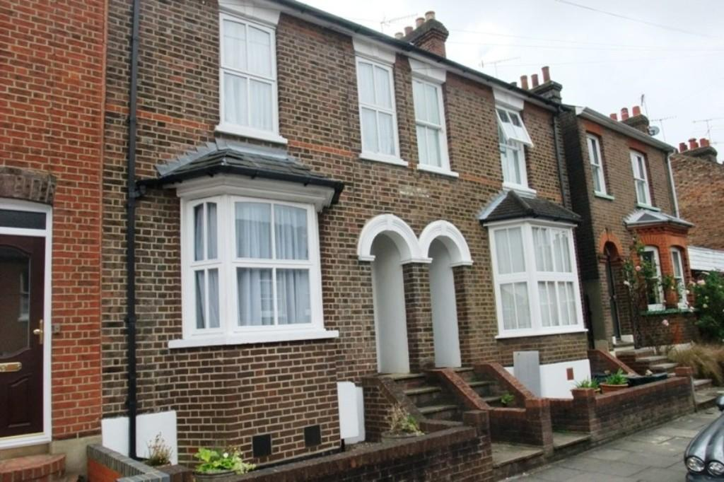 3 Bedrooms Terraced House for rent in West View Road, St Albans