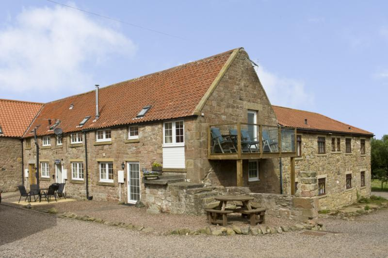 2 Bedrooms Semi Detached House for sale in Cuthbert Cottage, Adderstone Steading, Belford, Northumberland