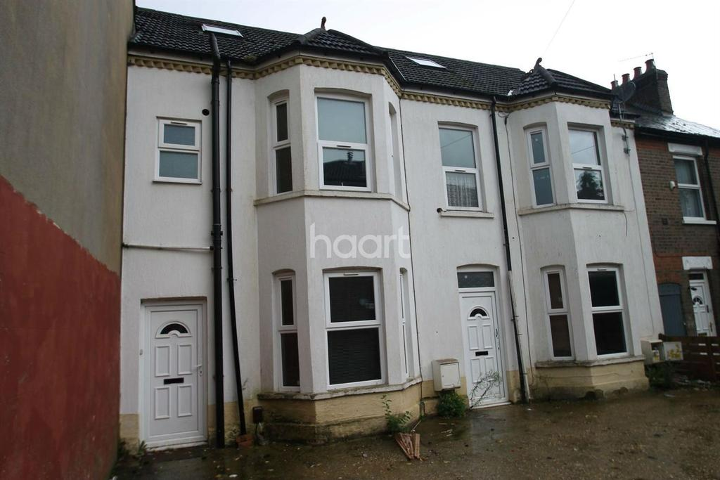 4 Bedrooms Terraced House for sale in Close to Town