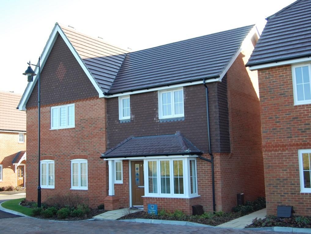 3 Bedrooms Semi Detached House for sale in Broad Acres, Bersted Park, Bognor Regis, PO21