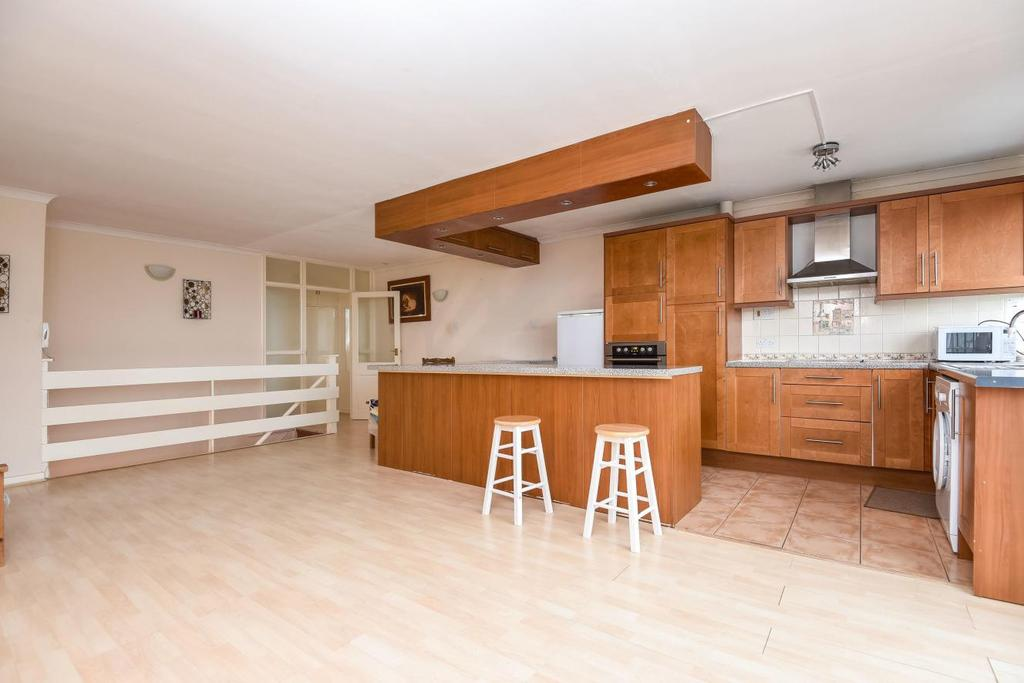 3 Bedrooms Flat for sale in Highland Road, Bromley, BR1