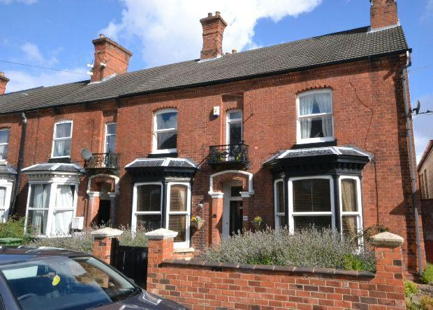4 Bedrooms End Of Terrace House for sale in Wellowgate, GRIMSBY