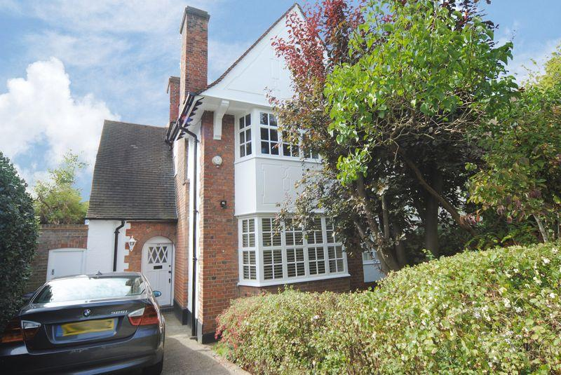 4 Bedrooms Semi Detached House for sale in Willifield Way, Hampstead Garden Suburb, NW11