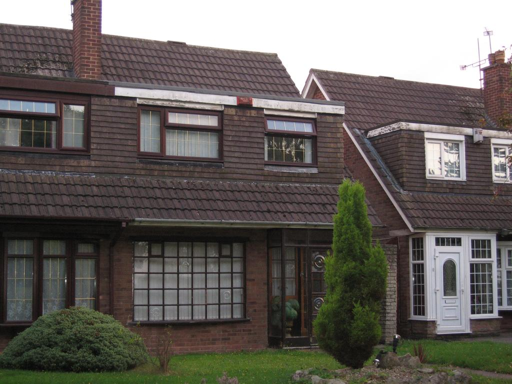 3 Bedrooms Semi Detached House for sale in Adelaide Avenue, West Bromwich B70