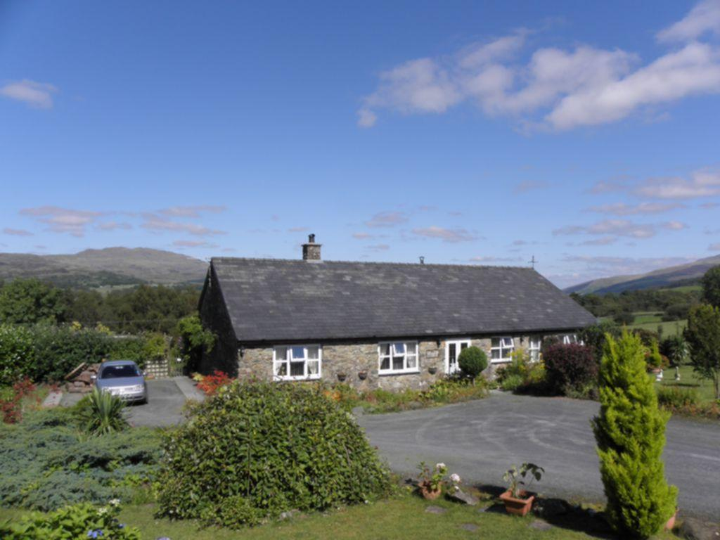 4 Bedrooms Bungalow for sale in Craigfryn, Brithdir, LL40