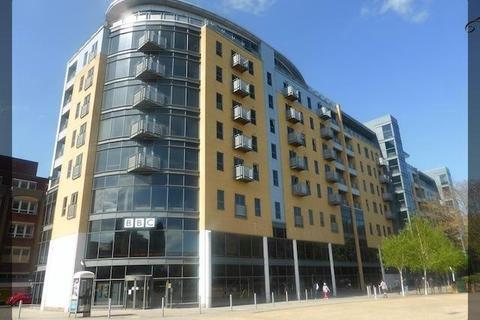 2 bedroom flat to rent - Queens Court, BBC Building, Hull, HU1 3DR