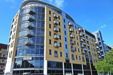 2 bedroom apartment to rent - Queens Court, HU1