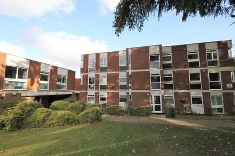 2 bedroom flat to rent - Brantwood Gardens, West Byfleet