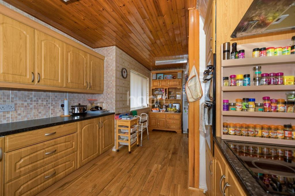 2 Bedrooms Bungalow for sale in Wadhurst Avenue