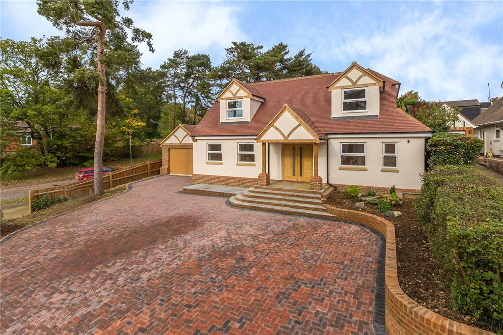 4 Bedrooms Detached House for sale in Heathbrow Road, Welwyn, Hertfordshire