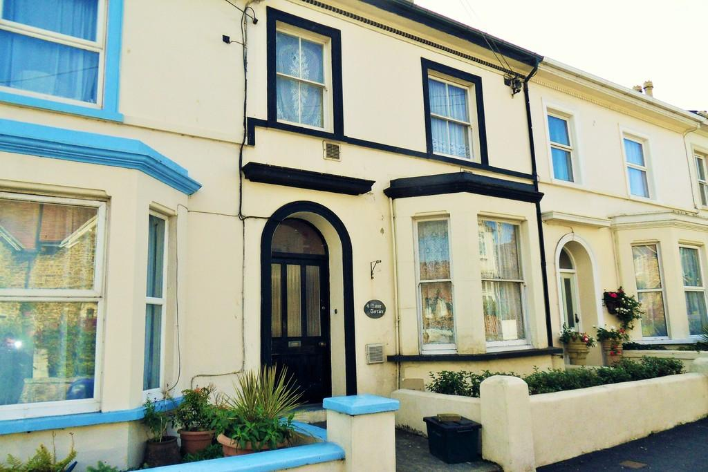 3 Bedrooms Apartment Flat for sale in Manor Terrace, Seaton
