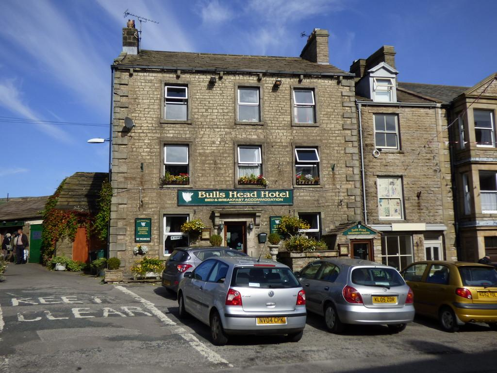 8 Bedrooms Detached House for sale in The Bulls Head Hotel, Market Place Hawes