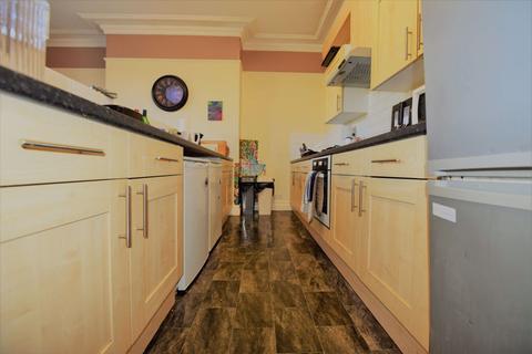 7 bedroom flat to rent - Wood Lane