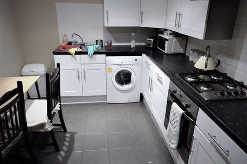 3 bedroom flat to rent - St Annes Road