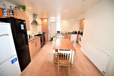 6 bedroom house to rent - Headingley Avenue