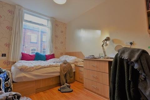 5 bedroom flat to rent - Mayville Road