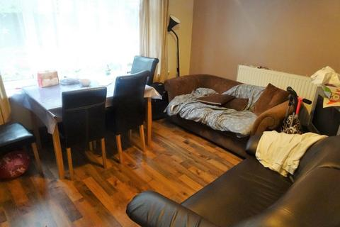 4 bedroom flat to rent - 6 Grove Wood