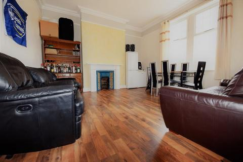 6 bedroom flat to rent - Holly Bank