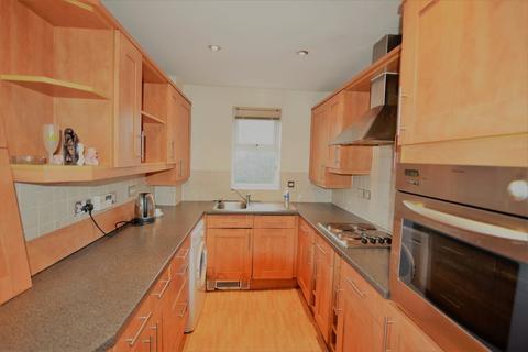 2 bedroom flat to rent - Gardenhurst