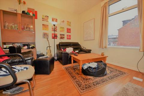 2 bedroom flat to rent - Harold Grove
