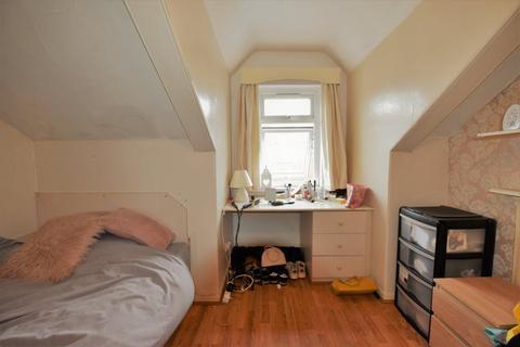 2 bedroom flat to rent - Harold Grove