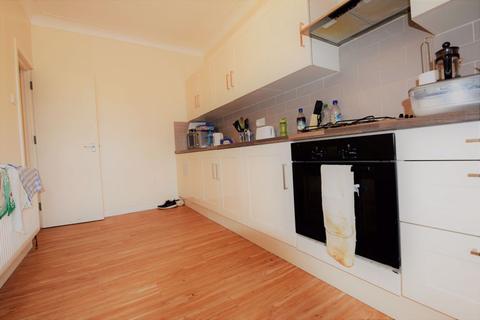 5 bedroom flat to rent - Sefton Court