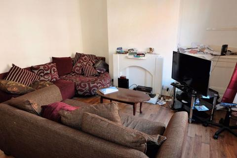 2 bedroom house to rent - 31 Harold Walk