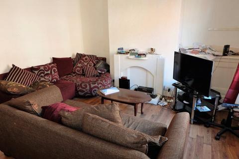 2 bedroom house to rent - 31 Harold Walk