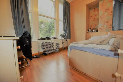 6 bedroom flat to rent - Hollybank