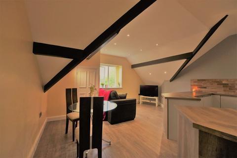 2 bedroom flat to rent - Flat 3, 8 Wood Lane