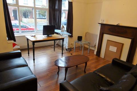 3 bedroom house to rent - 70 Estcourt Avenue